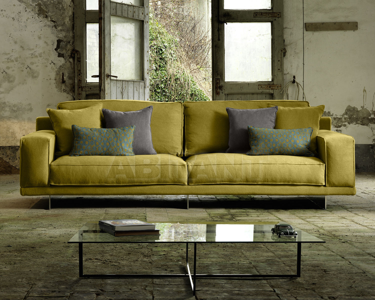 Sofa yellow domingo salotti bresson chic divano 4 posti for Divano 4 posti